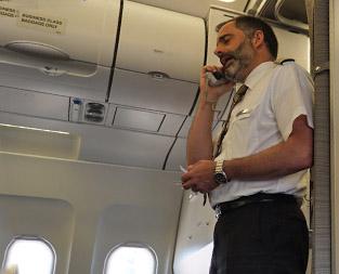 Pilot macht eine Ansage